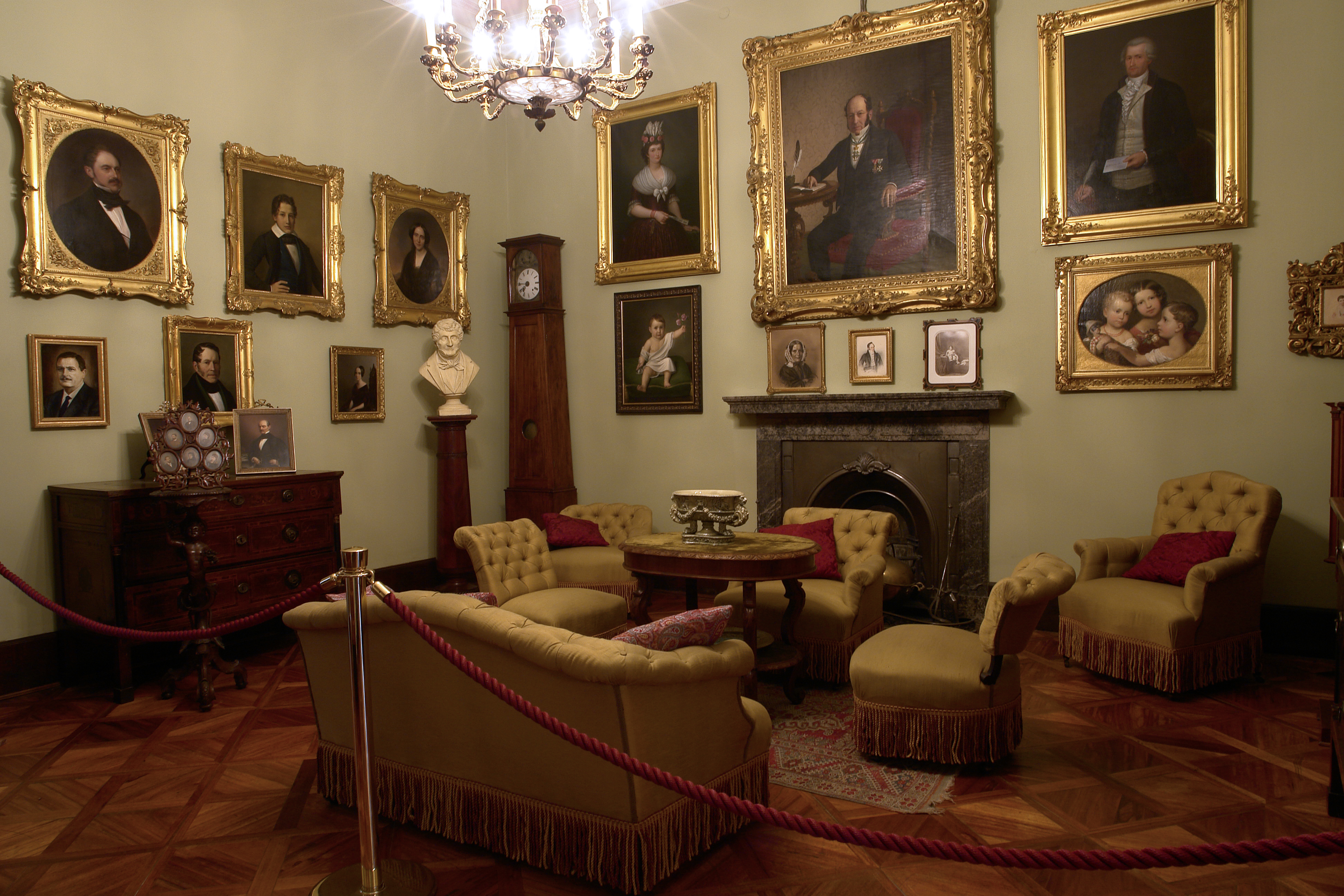 Primo Piano Civico Museo Sartorio – Comune Di Trieste #33180C 3888 2592 Come Arredare Una Sala Da Pranzo
