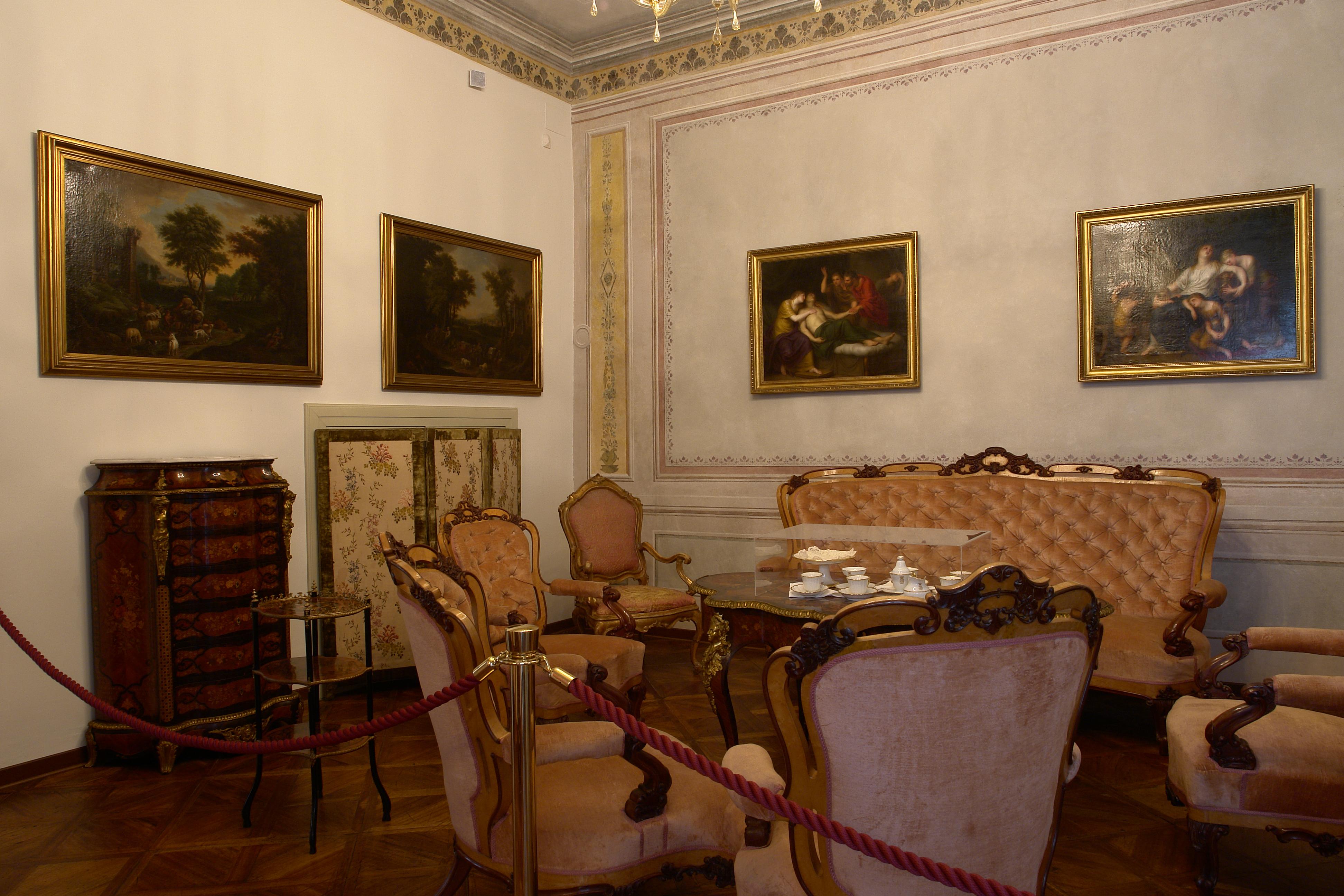 Primo piano civico museo sartorio comune di trieste for Mobili 800 napoletano