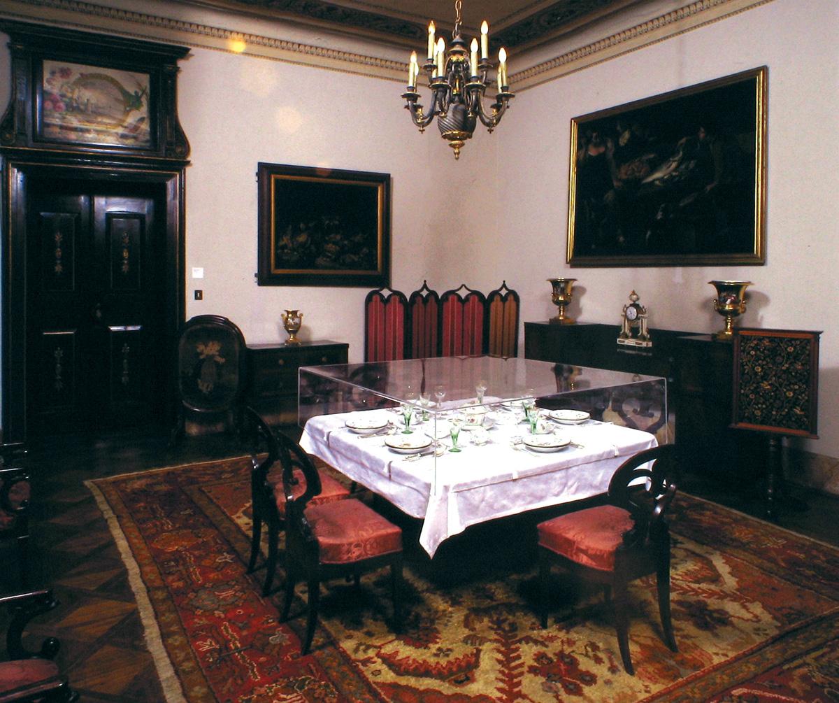 Primo piano civico museo sartorio comune di trieste for Arredamenti sala da pranzo